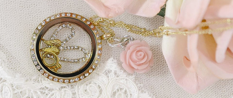Locket_away-lucy-collins-e1426790896152(pp_w740_h314)